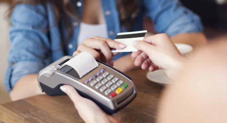 Uso tarjetas disminuye durante los primeros ocho meses de 2020