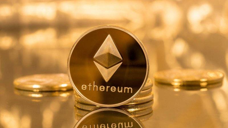 La criptomoneda ether marca un nuevo máximo histórico y el bitcóin baja
