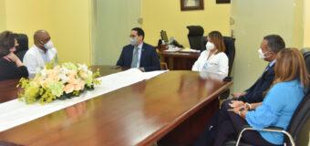 Entregan Fundación Popular y Sanar una Nación mascarillas y medicamentos Maternidad Altagracia