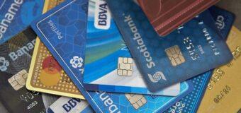 La banca elimina el plástico de sus tarjetas de crédito