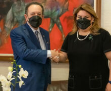 Gobernador Valdez Albizu recibe a congresista de EEUU
